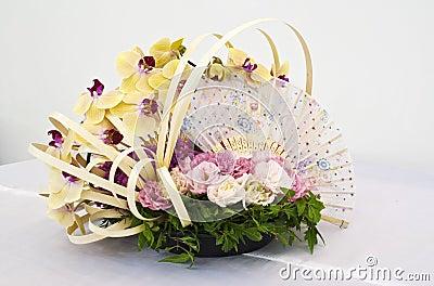 Flower arrangement for round table