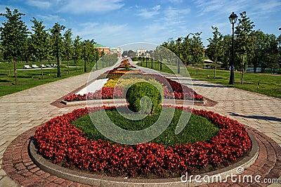 Flower bed in formal garden stock image image 6501461 for Circular flower garden designs