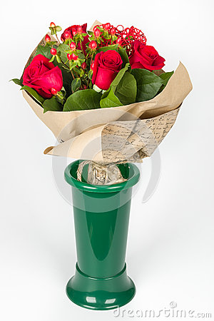 Free Flower Bouquet Arrangement In Green Vase Lateral View Stock Photography - 51449702