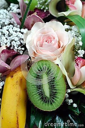 Flower and fruit arrangement