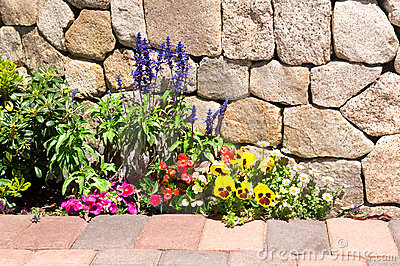 Tips for Building a Garden Retaining Wall or Raised Flower Bed