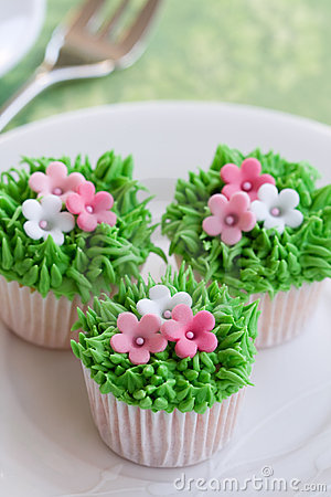 Free Flower Garden Cakes Stock Photography - 12591372