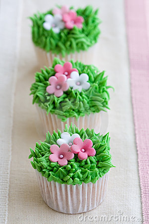 Free Flower Garden Cupcakes Royalty Free Stock Photography - 12591477