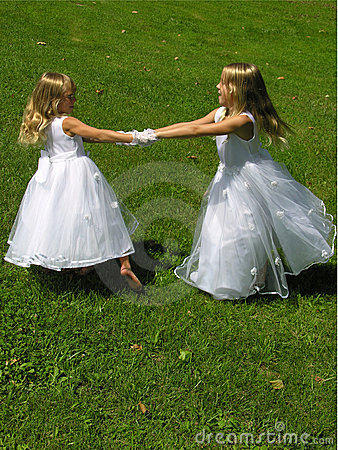 Free Flower Girls Spinning Stock Photos - 2816023