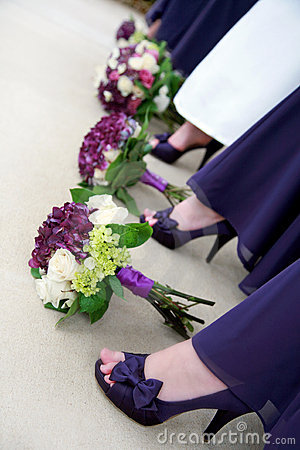 Free Flowers And Shoes Of Bride And Bridesmaids Royalty Free Stock Photo - 18074215