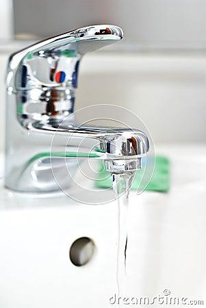 Flowing water faucet