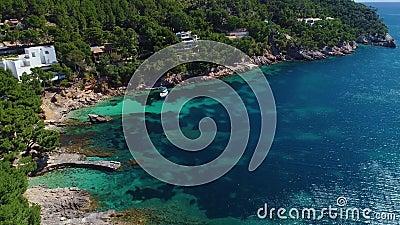 Flug über das schöne Meer auf Mallorca stock video