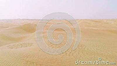 Flug über Wüste stock video