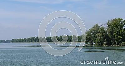 Fluss Isar nahe München stock video footage