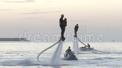 Flyboardingsfestival over de waterkant - in Augustus 2016, Sebastopol, de Krim stock footage