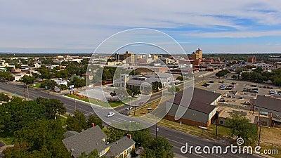 Flyg- sikt som stiger upp över i stadens centrum San Angelo i västra Texas stock video