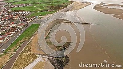 Flyga över stranden av Llandudno, Wales - Förenade kungariket stock video