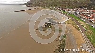 Flyga över stranden av Llandudno, Wales - Förenade kungariket lager videofilmer