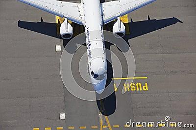 Flygplats Redaktionell Bild