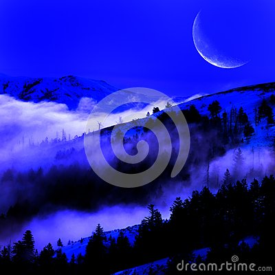 Free Fog In A Valley With Mountains And Moon Royalty Free Stock Photography - 29387887