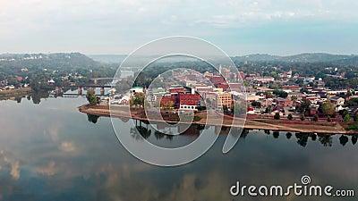 Foggy Morning Over the River en Main Street Marietta Ohio Washington County stock video