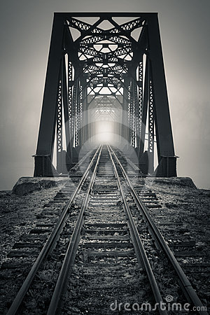 Free Foggy Trestle Stock Photography - 24512102