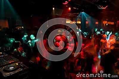 Folkmassadansnattklubb
