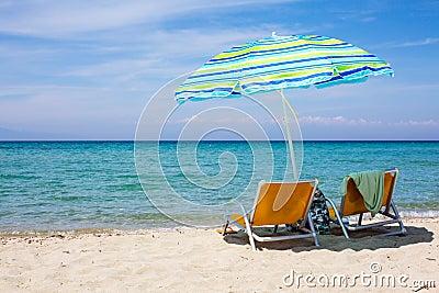 parapluie color sur la plage photographie stock image 16587132 - Parapluie Color