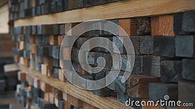 Fond des extrémités carrées des barres en bois Matériau de construction en bois de bois de construction pour le fond et la textur clips vidéos