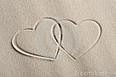 Fondo de la playa con los corazones