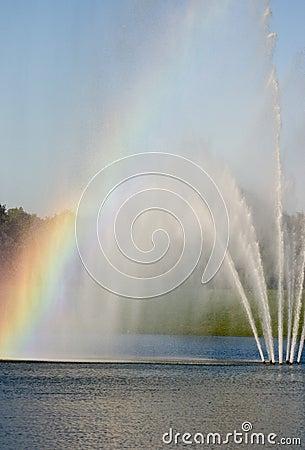 Fontaine avec l arc-en-ciel