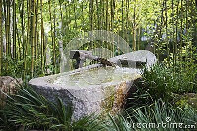 fontaine en bambou au japon photo stock image 79643945. Black Bedroom Furniture Sets. Home Design Ideas