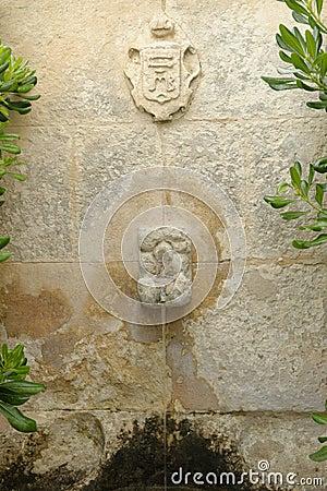 Fontana della pietra decorativa in provenza fotografia stock ...