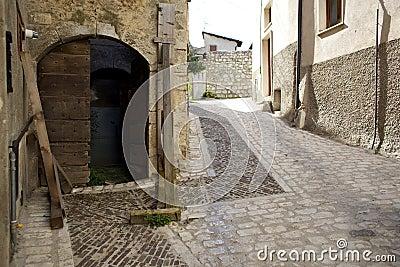 Fontecchio, center