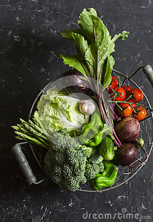 Free Food Basket With Fresh Garden Vegetables - Beets, Broccoli, Eggplant, Asparagus, Peppers, Tomatoes, Cabbage On A Dark Table Royalty Free Stock Photo - 97136015