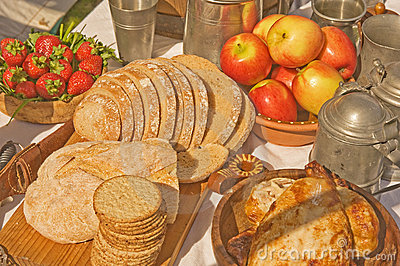 medieval drink royalty times fome sistema bread wine meat table
