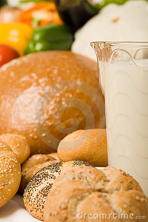 Foodstuff composition with bread and milk