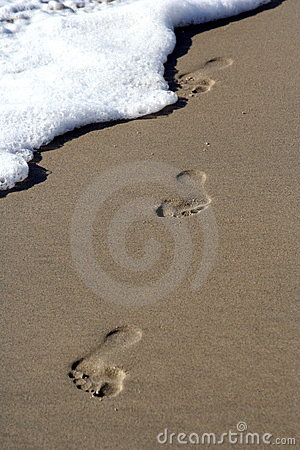 Free Foot Steps In The Sand Royalty Free Stock Photos - 2286478