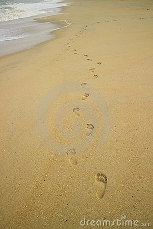 Free Foots Steps On The Beach Royalty Free Stock Image - 2957636