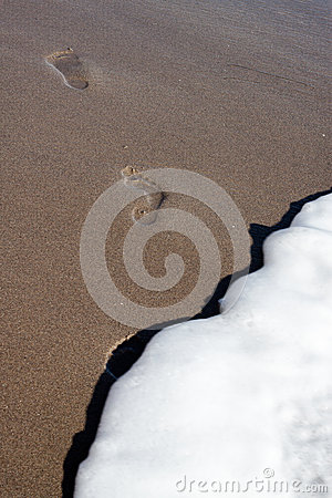 Free Footsteps In The Sand Fading Away Royalty Free Stock Photography - 39227737