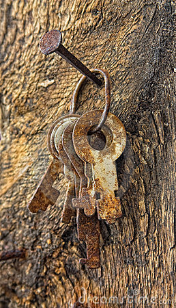 Free Forgotten Keys On An Old Nail Stock Photography - 16527772