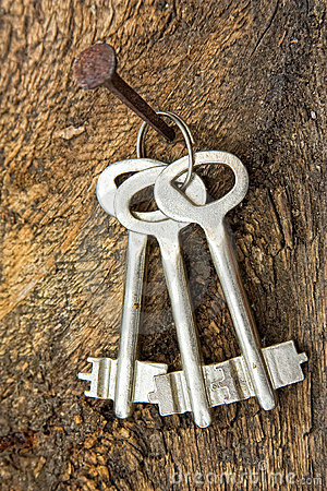 Free Forgotten Keys On An Old Nail Stock Photography - 16527812