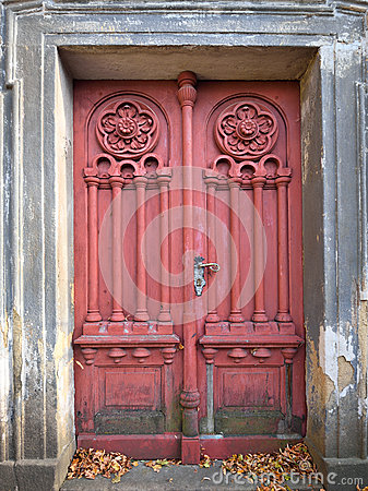 Free Forgotten Old And Weathered Door Royalty Free Stock Photos - 70364168