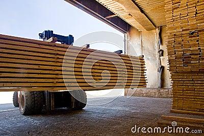 Forklift handling timber 5