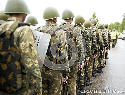 Formación de soldados de tropas internas