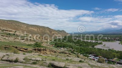 Formaciones de roca del río Kura y de la piedra arenisca almacen de metraje de vídeo