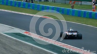 Formel 1-Rennwagen auf Bahn