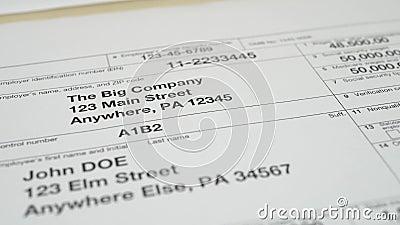 Formulário de impostos W-2 de 2019 para o homem john doe video estoque