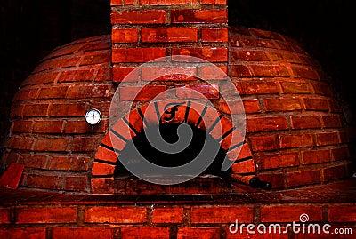 Forno do tijolo vermelho