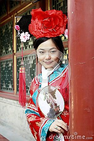 Forntida kinesisk klänningflicka