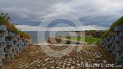 Fort George, †d'Inverness, Royaume-Uni «le 20 août 2017 : L'observation sont dirigées vers le fort George Sea banque de vidéos