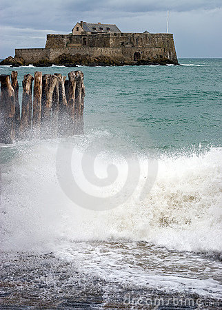 Free Fort National And Stormy Seas Royalty Free Stock Photography - 6010907