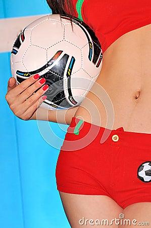 Fotboll och ung flicka