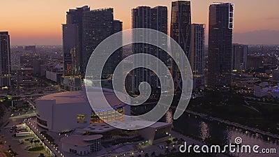Foto aerea di crepuscolo dell'American Airlines Arena nel centro di Miami FL 4k 60p stock footage