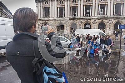 Fotogelegenheit bei L opera, Paris, Frankreich Redaktionelles Stockfotografie